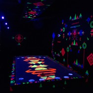 Hotel Bloom Warsteiner, Blacklight Airhockey Room (B.A.R.)