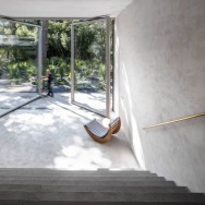 A large glass pivoting doors opens the entire living area into the magnificant garden.